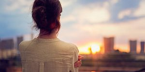 Устала быть одна: причины одиночества, сложности общения и психология отношений