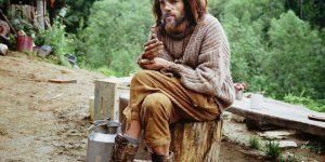 Обитающие в лесу люди: каковы условия их жизни, причины возникновения поселения