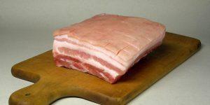Свиная шкурка: польза и вред, влияние на организм