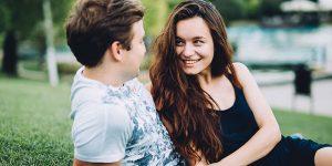 Прикосновения мужчины к женщине: их значение, причины, язык жестов и мнения психологов