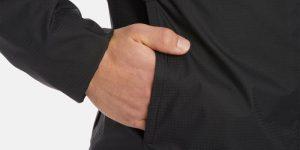 58-летний мужчина купил зимнюю куртку в магазине подержанной одежды. Когда он сунул руку в карман – вздрогнул от неожиданности