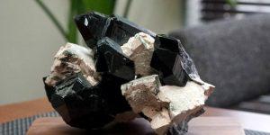 Черный хрусталь: фото и описание, свойства камня